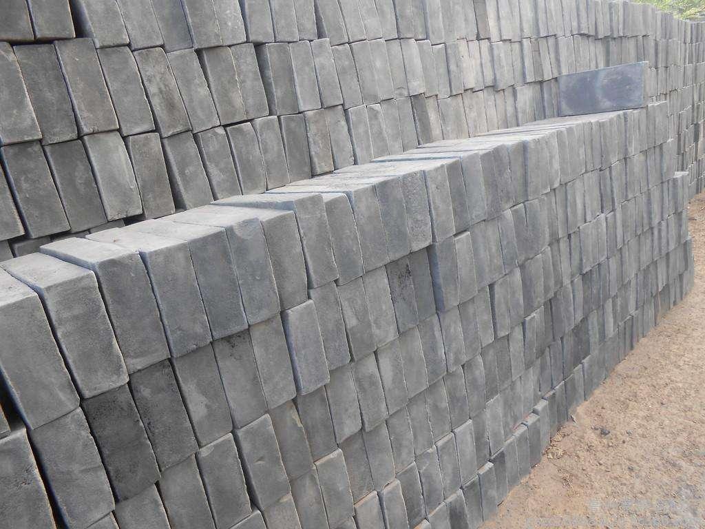 青砖厂家生产的青砖青瓦受人青睐的原因及屋顶施工要点
